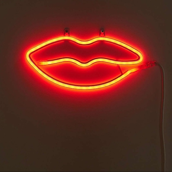 URBAN OUTFITTERS Lips Neon Sign